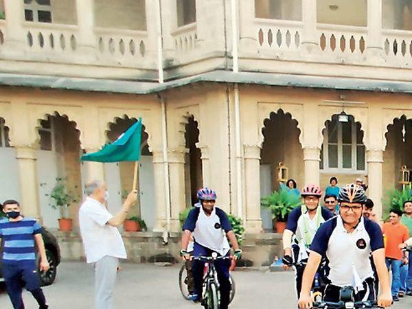 સાઇકલ હેલ્થ ક્લબના સભ્યોએ 165 કિલોમીટરનું અંતર 11 કલાકમાં પૂર્ણ કરી સોમનાથ દાદાના આશિર્વાદ લીધા. - Divya Bhaskar