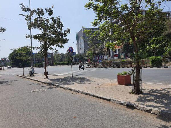 મોપેડને ભારે નુકશાન છતાં પોલીસ કહે છે કાર ધીમી હતી - Divya Bhaskar