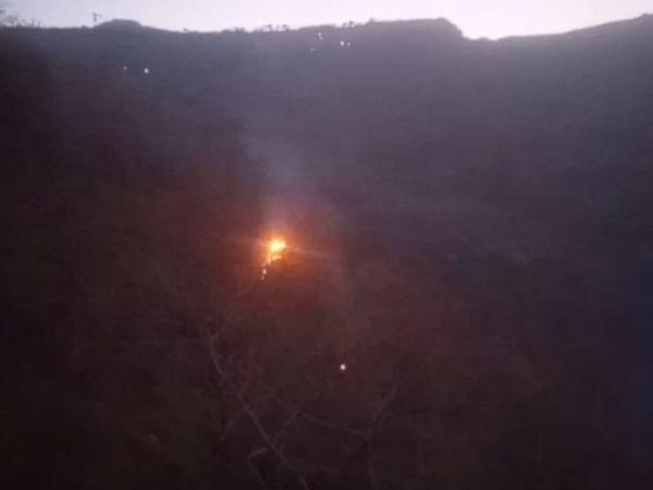 પાવાગઢ ડુંગર પર મોડી રાત સુધી આગની જ્વાળાઓ જોવા મળી હતી