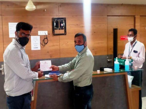 દંડની પહોંચ હોસ્પિટલને આપવામાં આવી. - Divya Bhaskar