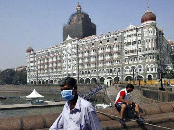 મુંબઈની સ્થિતિ અતિ ગંભીર બની છે. ખાનગી હોસ્પિટલોમાં 80% બેડ કોરોના દર્દીઓ માટે રિઝર્વ રાખવાના રહેશે.
