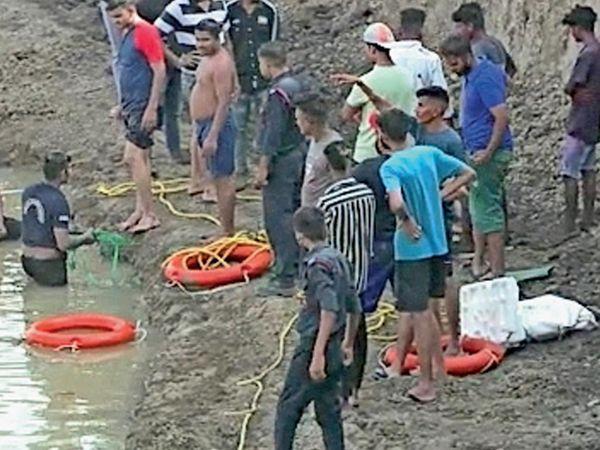ચલથાણમાં નવા બનાવેલા તળાવમાં બે સગીર ડૂબી જતાં મોત થયા હતા. - Divya Bhaskar