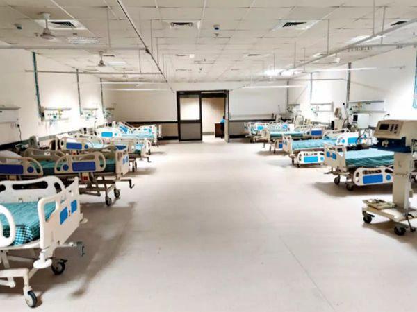 રાજકોટ સિવિલ હોસ્પિટલમાં 50 ટકા જ બેડ ખાલી. (ફાઇલ તસવીર)