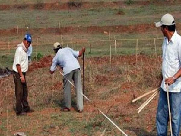 રાજ્ય સરકાર હવે ઉદ્યોગોને ભાડાપેટે જમીન આપવાનો નિર્ણય કરી રહી છે (પ્રતીકાત્મક તસવીર).