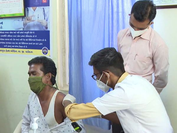 વડોદરા જિલ્લામાં અત્યાર સુધી 1,36,143 નાગરિકોએ કોરોનાની રસી મૂકાવી છે