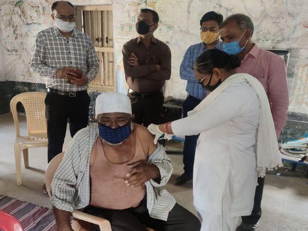 40 ગામમાં 60 વર્ષથી ઉપરના તમામ લોકોને રસી અપાઇ.