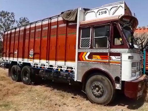ટ્રક ડ્રાઇવર હોટલ સામે ટ્રકને ઉભી રાખી અંધારામાં નાસી છૂટ્યો હતો - Divya Bhaskar