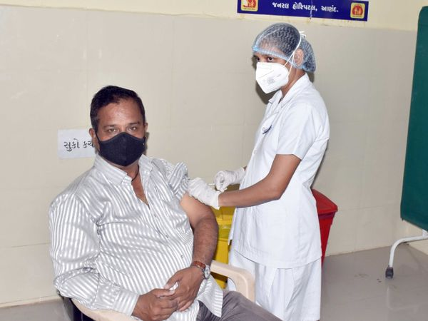 સંગીતા મેકવાને અત્યાર સુધીમાં લગભગ 2600થી વધુ લોકોને રસી મૂકી - Divya Bhaskar