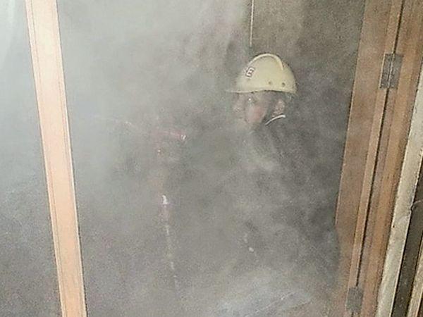 अઅંકલેશ્વરની જીનવાલા સ્કૂલ પાસે આવેલી યુનિયન બેન્કની બ્રાન્ચમાં આગ લાગતાં લાશ્કરો દોડ્યા હતા. - Divya Bhaskar