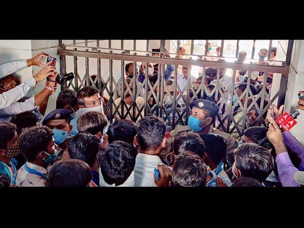 છઠ્ઠા દિવસે એનએસયુઆઈનો વિરોધ યથાવત્ - Divya Bhaskar