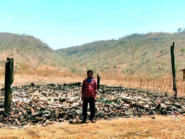 ધારસિમેલ ગામે આગ લાગી તે સ્થળની તસવીર. - Divya Bhaskar