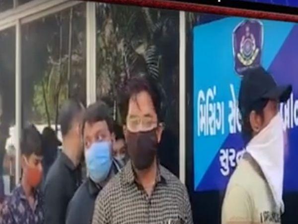સ્પામાં ગ્રાહક તરીકે ગયેલા પુરૂષોને ઝડપી લઈને પોલીસે વધુ તપાસ હાથ ધરી છે. - Divya Bhaskar