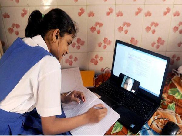 હાલમાં સ્કૂલોમાં ઓનલાઇન અભ્યાસ ચાલી રહ્યો છે. - Divya Bhaskar