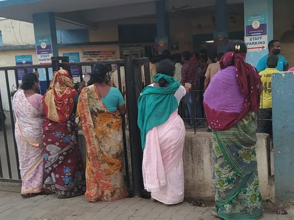 દક્ષિણ ભારતીય સમાજના લોકો સાબરમતી પોલીસ સ્ટેશનમાં રજુઆત કરવા આવ્યા હતા