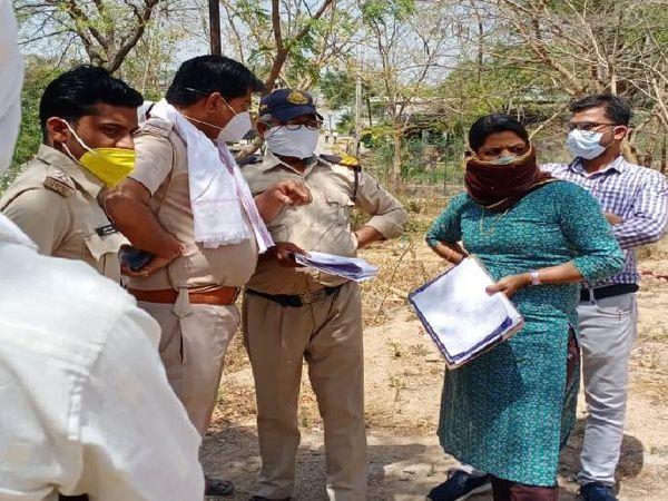 अधिकारी की मौजूदगी में बरगी पुलिस ने शव को निकाला और परिजनों को सौंप दिया।