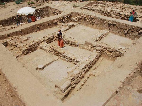 ખીરસરામાં ઉત્ખનન દરમિયાન મળેલા હડપ્પીય સંસ્કૃતિના અવશેષો - Divya Bhaskar