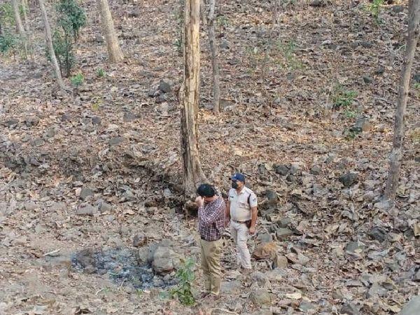 28 मार्च को शव मिलने के बाद एसपी सिद्धार्थ बहुगुणा और एएसपी शिवेश प्रताप सिंह बघेल घटनास्थल पर पहुंचे।