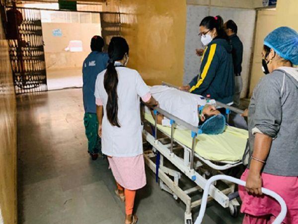 અમદાવાદ સિવિલ હોસ્પિટલની તસવીર - Divya Bhaskar