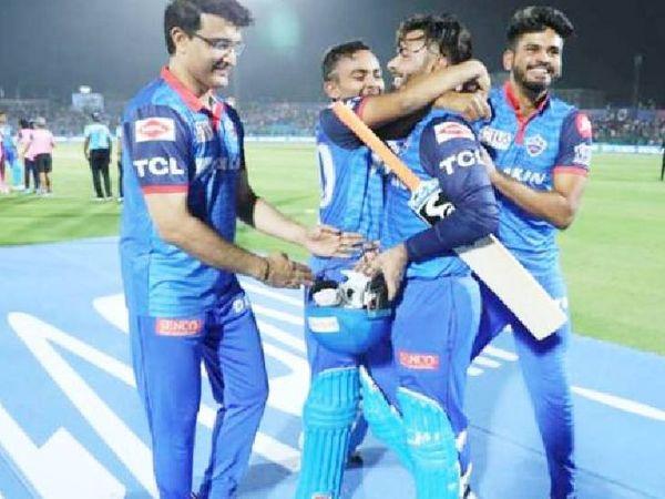 पंत ने 2019 आईपीएल में राजस्थान रॉयल्स के खिलाफ शानदार पारी खेली।  इसलिए गांगुली, पृथ्वी शॉ और श्रेयस अय्यर ने उन्हें बधाई दी।