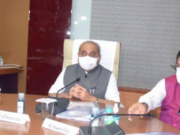 વડોદરામાં નાયબ મુખ્યમંત્રી નીતિન પટેલે ખોટી રીતે મોટા બિલો બનાવનારી ખાનગી હોસ્પિટલો સામે કાર્યવાહીની વાત કરી હતી