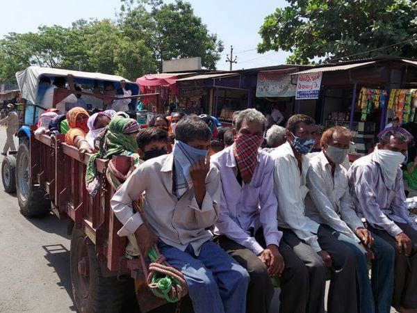 સંખેડામાં ટ્રેક્ટરની ટ્રોલીમાં બેસીને જતા 40 લોકો સામે કાર્યવાહી કરી