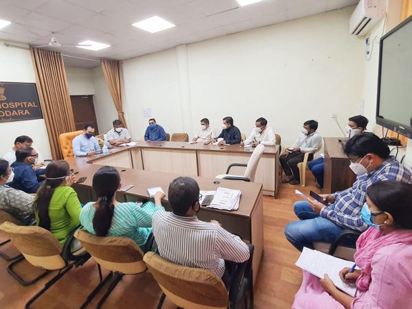 વડોદરા શહેરમાં હોસ્પિટલ ઇન્સ્પેક્શન એન્ડ ઓડિટની 10 ટીમો બનાવવામાં આવી છે - Divya Bhaskar