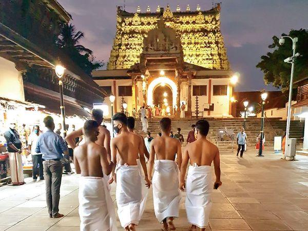 મંદિરમાં રોજ 2-3 લાખ રૂ.નો ચઢાવો આવે છે. - Divya Bhaskar