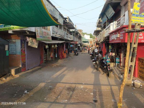 વિરપુરમાં દર રવીવારે દુકાનો બંધ રાખવા નિર્ણય લેવાયો. - Divya Bhaskar