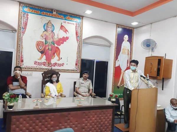 બોરસદમાં પાલિકા પ્રમુખ અને પોલીસ વચ્ચે બેઠક યોજાઇ. - Divya Bhaskar