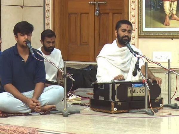 શહીદ જવાનોને શ્રદ્ધાંજલિ આપવા SGVP ગુરુકુળમાં ઓનલાઈન ધૂન - Divya Bhaskar