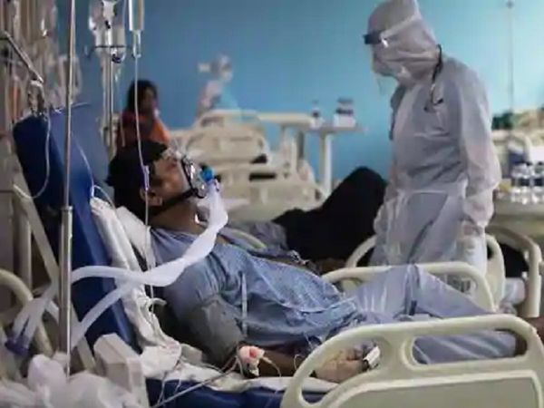 હોસ્પિટલમાં એડમિટ કોરોના સંક્રમિત દર્દીની ફાઈલ તસવીર - Divya Bhaskar