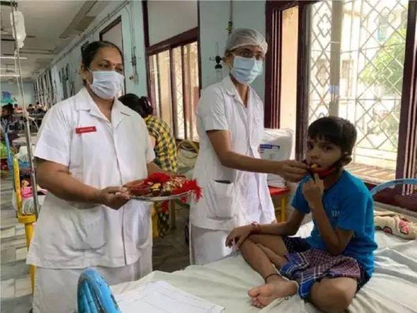 બાળકોમાં ઝડપથી ફેલાઈ રહ્યો છે કોરોના ( ફાઈલ ફોટો) - Divya Bhaskar