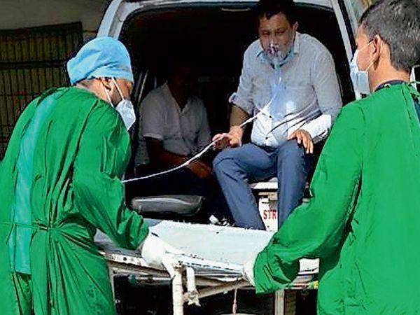 દર્દીઓને ઘરેથી જ ઓક્સિજન સાથે લાવવા પડે છે - Divya Bhaskar