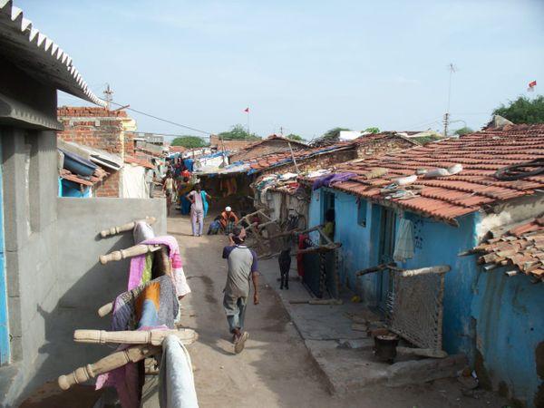 """આઝાદી પહેલા અંગ્રેજોએ ગામથી એક કિ.મી.દૂર વસાહત બનાવેલી જેને """"રાંકા લાઇન"""" નામ આપવામાં આવેલુ - Divya Bhaskar"""