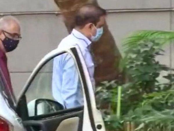 મુંબઇના ભૂતપૂર્વ પોલીસ કમિશનર પરમબીર સિંહ બુધવારે સવારે NIAની ઓફિસ પહોંચ્યા હતા. - Divya Bhaskar