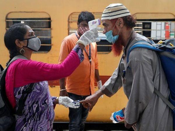कोरोना की आशंका के मद्देनजर अब BMC का प्रस्थान फिर से स्टेशनों पर चेकिंग ऑपरेशन कर रहा है।