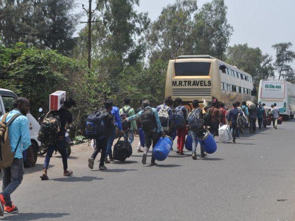સરકાર! આ લોકો લોકડાઉનની અફવાથી ડરીને ગામ પાછા જઇ રહ્યા છે; એમને રોકો, આ તમારી જવાબદારી છે - Divya Bhaskar