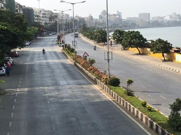 मुंबई में मरीन ड्राइव तक जाने वाली सड़क चिकनी है।