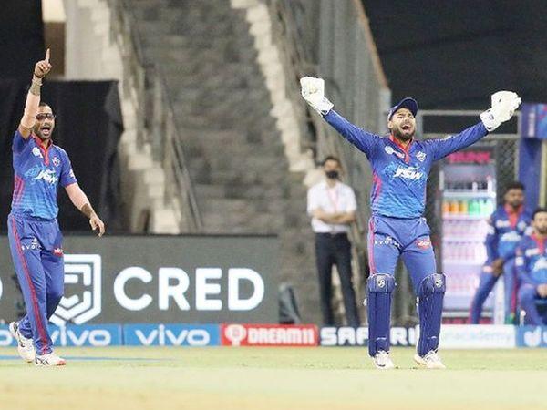 धवन और पंत ने सलामी बल्लेबाज फाफ डु प्लेसिस को एलबीडब्लू आउट करने की अपील की।
