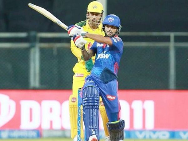 शिखर धवन ने अपने आईपीएल करियर का 42 वां अर्धशतक लगाया।
