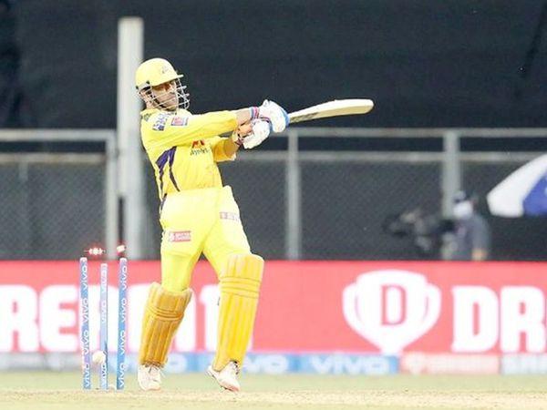 धोनी 7 वें नंबर पर बल्लेबाजी करने आए और 2 गेंद खेलकर खाता भी नहीं खोल सके।