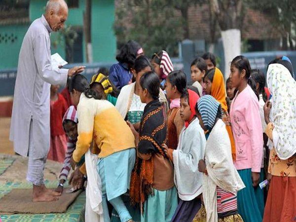 सैनी अपने आश्रम की लड़कियों के प्रशिक्षण, आहार और अन्य जरूरतों का ध्यान रखती हैं।  बस्तर के आदिवासी परिवारों द्वारा सैनी का सम्मान किया जाता है।