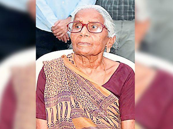 102 વર્ષના રાણીબહેનની તસવીર - Divya Bhaskar