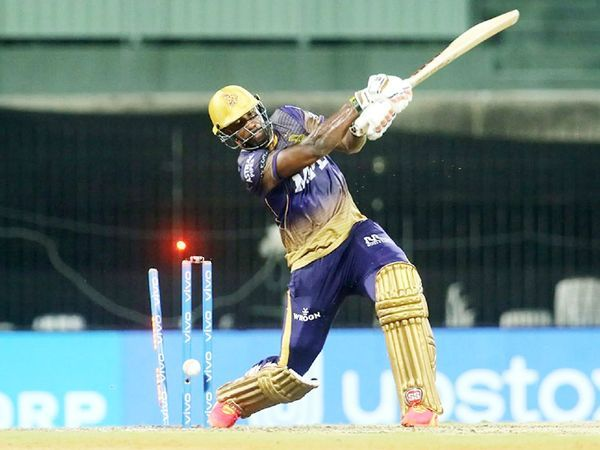 आंद्रे रसेल क्लेन कोलकाता के लिए मैच जीतने की कोशिश में बोल्ड हुए।