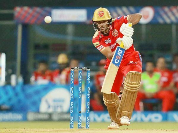 दूसरे सलामी बल्लेबाज मयंक अग्रवाल ने 36 गेंदों पर 69 रन बनाए।