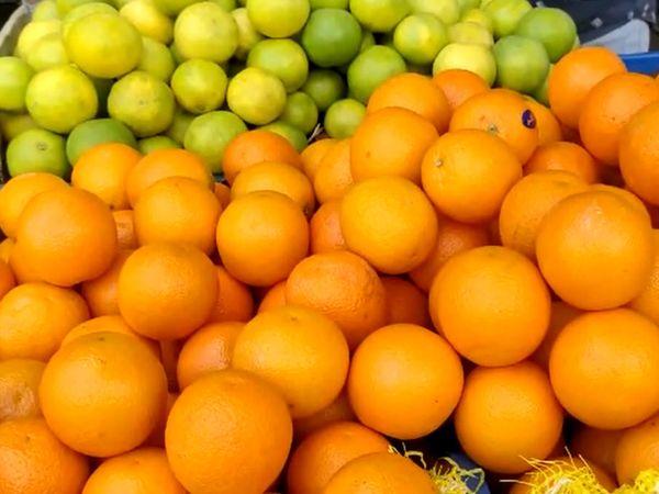 વિટામિન-સી પૂરૂં પાડતાં મોસંબી અને નારંગીનો ભાવ પણ ડબલ થઈ ગયો છે.