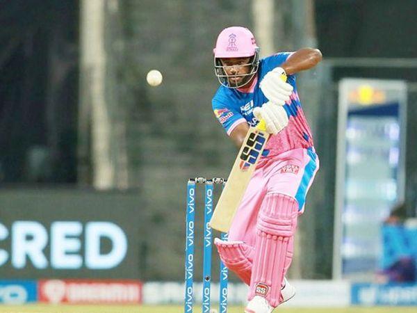 राजस्थान के कप्तान सैमसन लगातार तीसरे मैच में असफल रहे।  उन्होंने 21 रन बनाए।  हमें सुंदर गेंदबाजी में मैक्सवेल ने कैच आउट कराया।