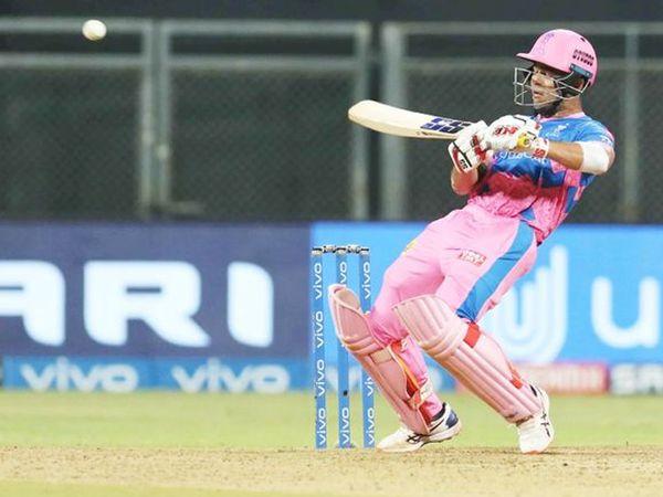 रिया ने मैच के दौरान ऊपरी किनारा लगाने की कोशिश की।  उन्होंने हेलीकॉप्टर शॉट से 4 रन भी बनाए।  रिया ने शिवम दुबे के साथ राजस्थान की पारी को संभाला।
