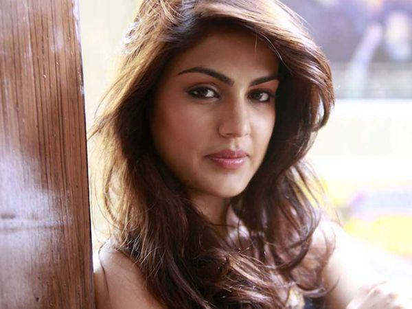 રિયા અને શોવિક જામીન પર છે. - Divya Bhaskar