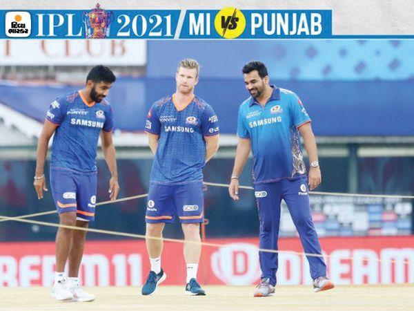 जसप्रीत बुमराह और जहीर खान मैच से पहले पिच का निरीक्षण कर रहे थे।